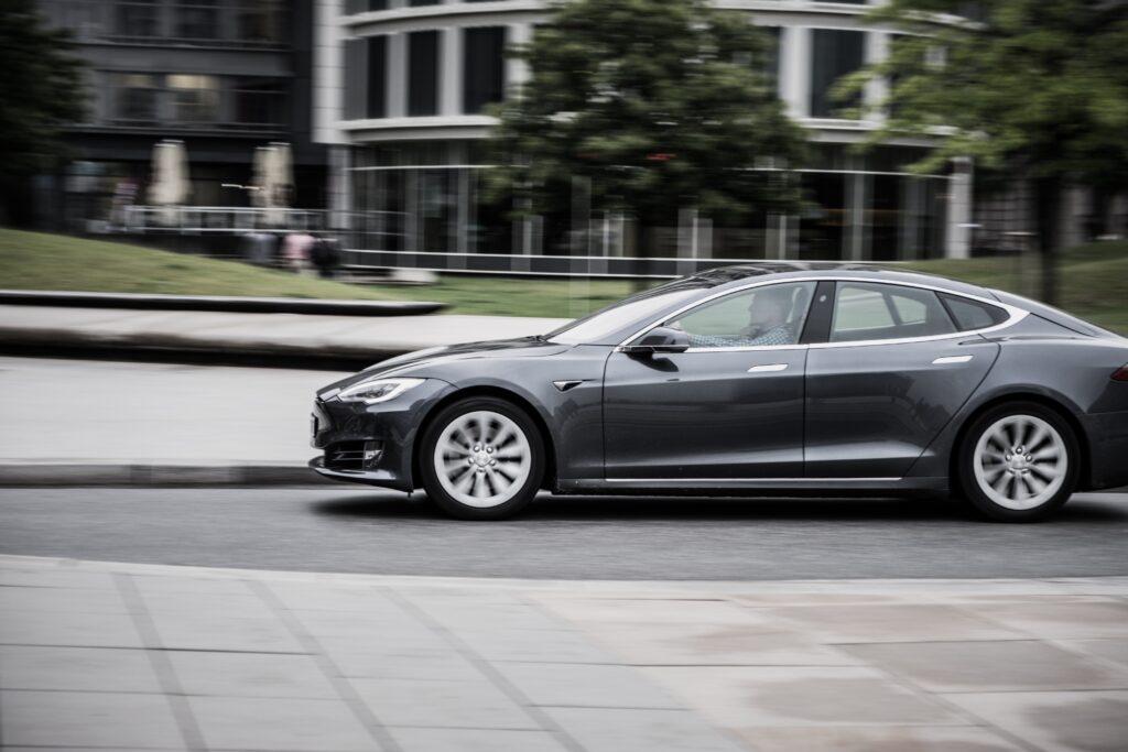 Tesla Y E-Auto